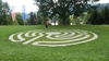 Labyrinth vor Tagungszentrum