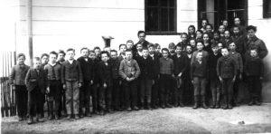 Wittgenstein mit seinen Schülern in Otterthal 1925